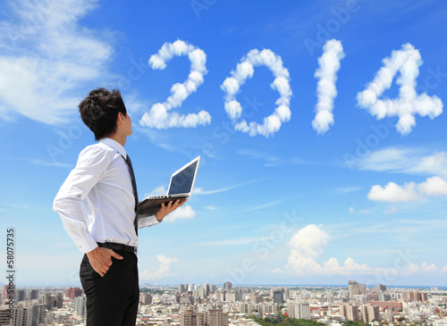 Photo business man look to 2014 cloud