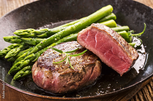 Poster de jardin Steakhouse steak mit spargel