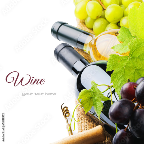 Papiers peints Vin Bottles of red and white wine with fresh grape