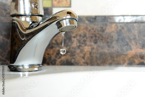 Fotografía  Ceramic sink with chrome fixture, close up
