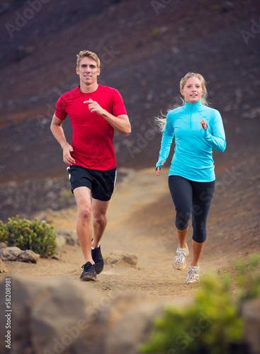 Foto  Laufendes Rütteln der Eignungssportpaare draußen auf Spur