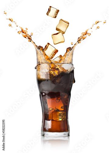 Fotografía  Cola con cubitos de hielo