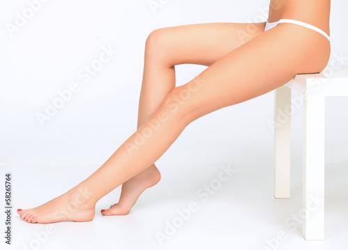 Obraz Beautiful female legs - fototapety do salonu