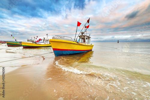 lodzie-rybackie-na-plazy-morza-baltyckiego-w-polsce