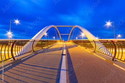 architektura-autostrady-wiadukt-w-nocy-w-gdansku-polska