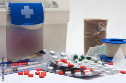 Fotografie, Obraz  botiquin y medicamentos
