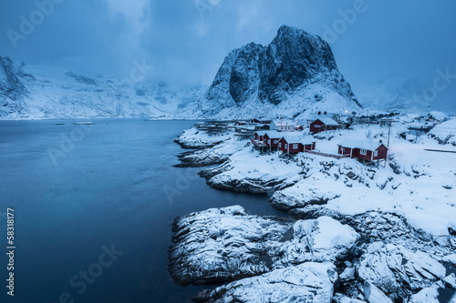 In de dag Poolcirkel lofoten island during winter time