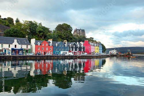 Fotomural UK Western Scotland Isle of Mull Colorful town of Tobermory - ca