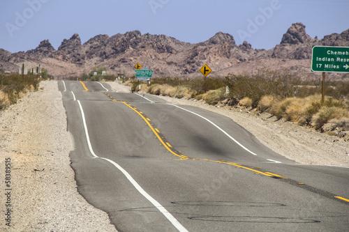Photo  dip desert road