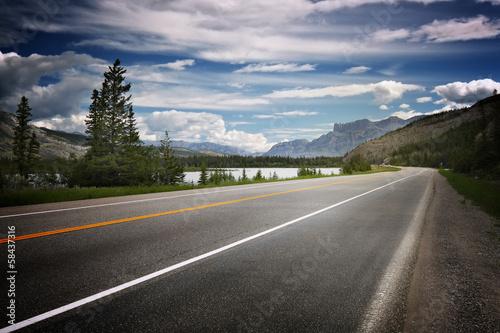 Valokuva  Empty road in Canada