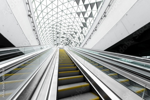 Moving escalator in the business center Tableau sur Toile
