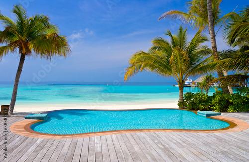 Cuadros en Lienzo Pool on a tropical beach