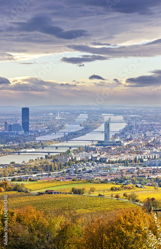 Spoed Fotobehang Wenen Cityscape of Vienna and Danube in the autumn at dusk