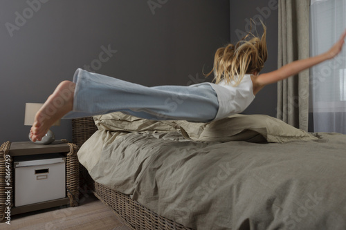 Fotografie, Obraz  Saut sur un lit