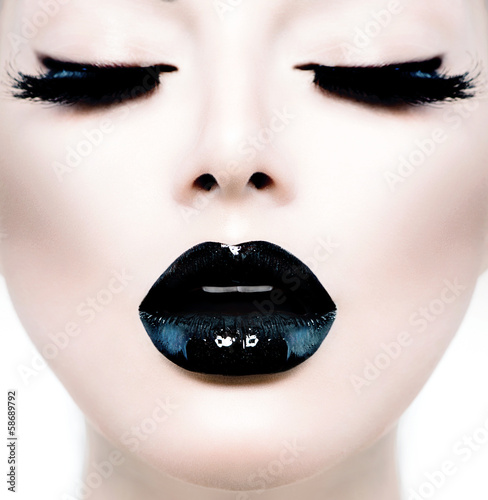 Foto auf Leinwand Fashion Lips Fashion Beauty Model Girl with Black Make up and Long Lushes