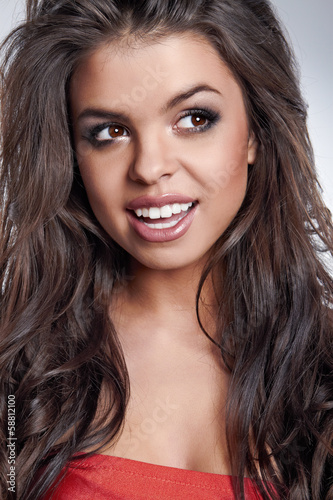 Fototapety, obrazy: Beautiful young woman with long brown hair and white smile. Pret