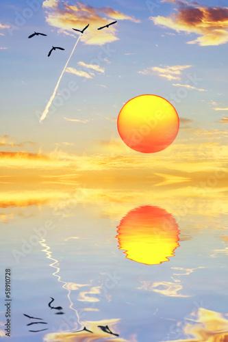 el sol se mira en el espejo