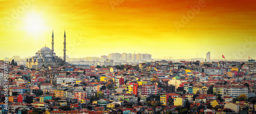 In de dag Turkije Istanbul Mosque with colorful residential area in sunset