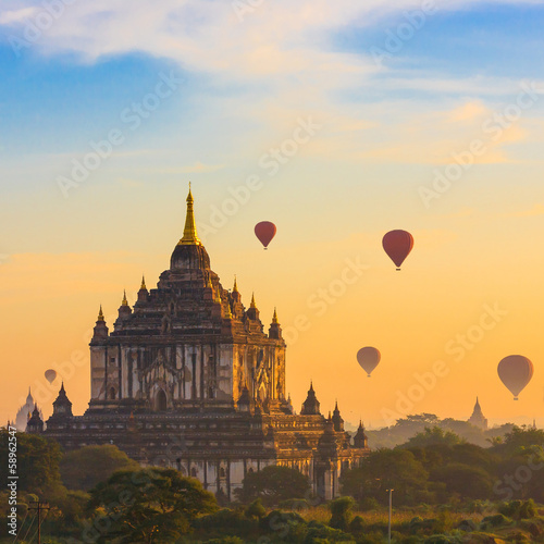 Photo  Ancient Temples in Bagan