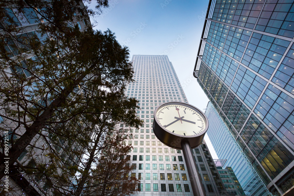 Fototapety, obrazy: Clock in front of business building in Canary Wharf