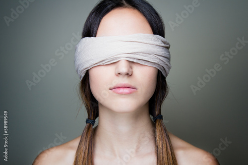 Photo Naked blindfold woman