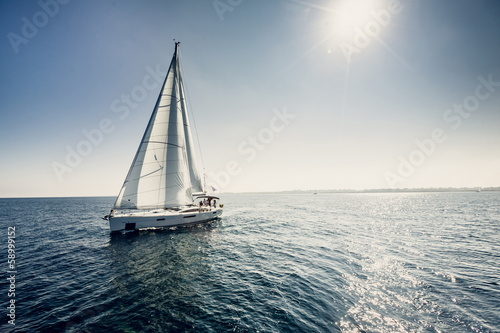 Fotografia  Sailing ship yachts with white sails