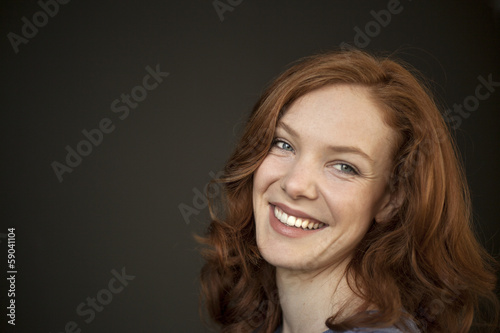 Photo Young Woman with Beautiful Blue Eyes and Red Hair