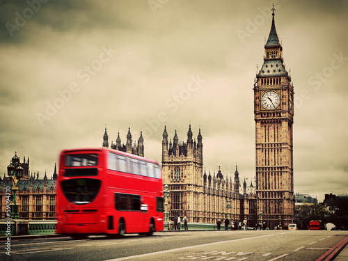 Poster Londres bus rouge London, the UK. Red bus in motion and Big Ben