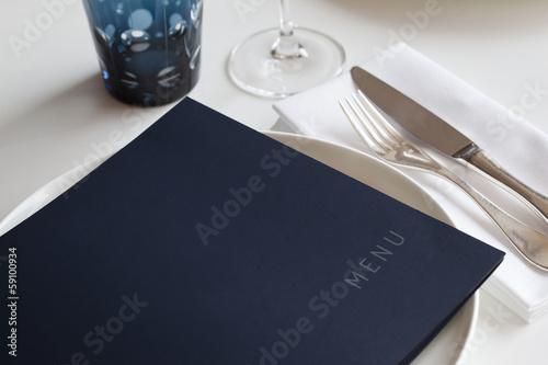 Menu sur une table dans un restaurant de luxe