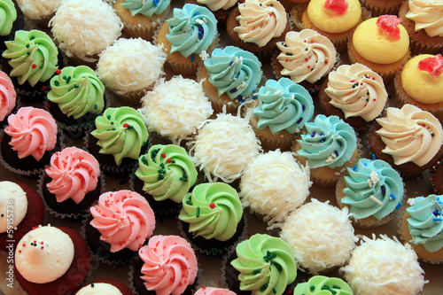 Photo  Multiple cupcakes