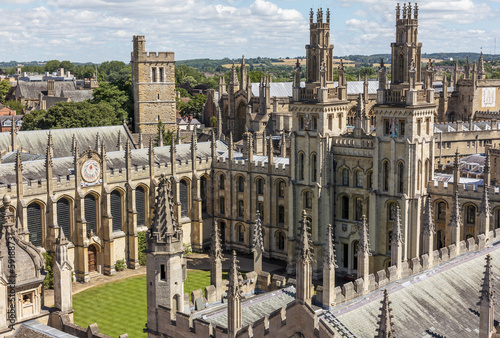 Fotografía A bird view of All Soul's college in Oxford, England on a sunny
