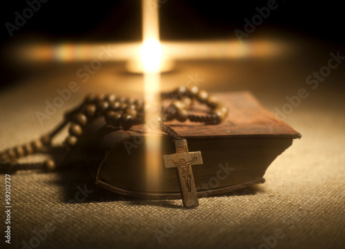 Foto Holy Bible and Rosary Beads