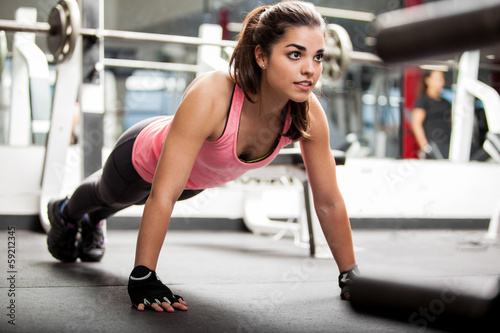 Fotobehang Fitness Cute brunette working out at a gym