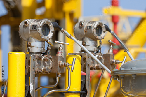 Fotografering Pressure transmitter in oil and gas process