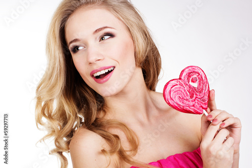Poster Individuel Sexy girl wearing pink dress with candy. Valentine's day
