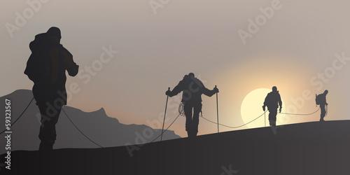 Alpiniste Cordee brume Fototapeta