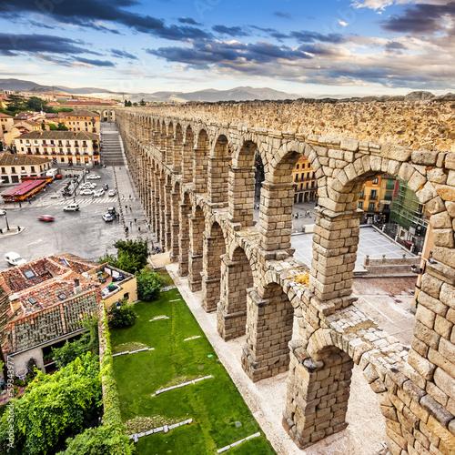 Obraz na plátně The famous ancient aqueduct in Segovia, Castilla y Leon, Spain