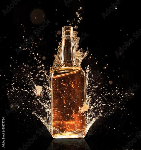 Fotografia Splashing whiskey