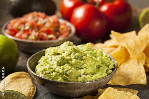 Pinturas sobre lienzo  Green Homemade Guacamole with Tortilla Chips