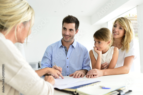 Photo  Family meeting real-estate agent for house investment