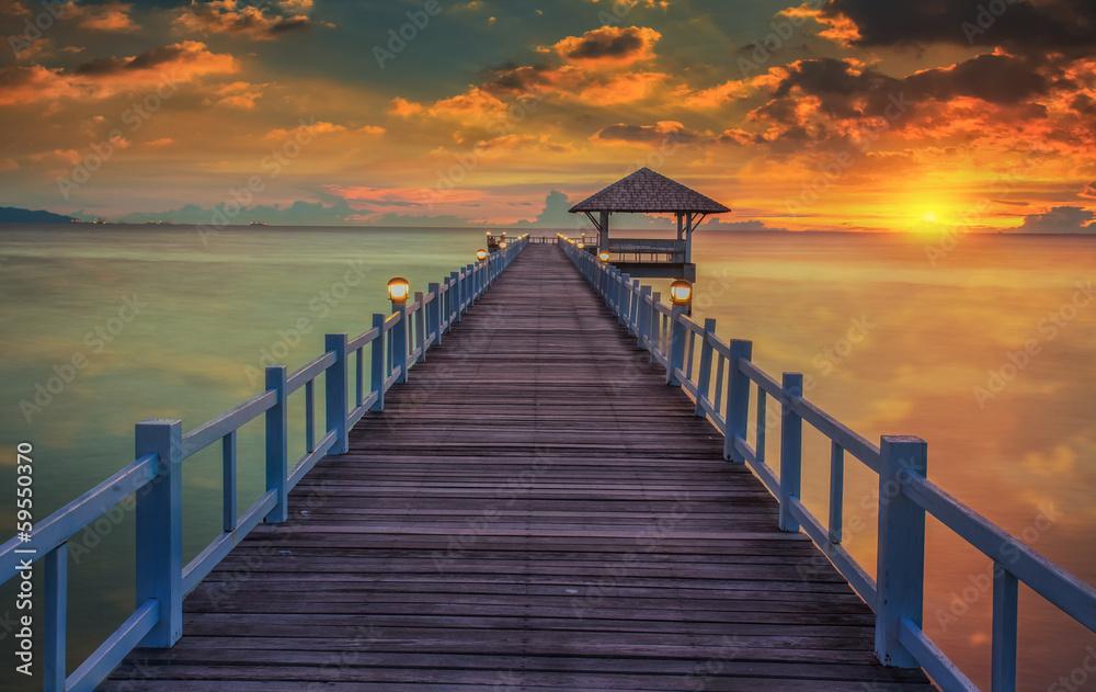 Fototapety, obrazy: Drewniany pomost o zachodzie słońca