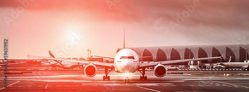 samolot-na-pasie-startowym