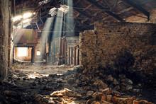 Lame Di Luce Su Vecchio Edificio