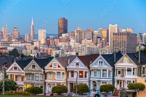 Keuken foto achterwand San Francisco The Painted Ladies of San Francisco, California sit glowing amid