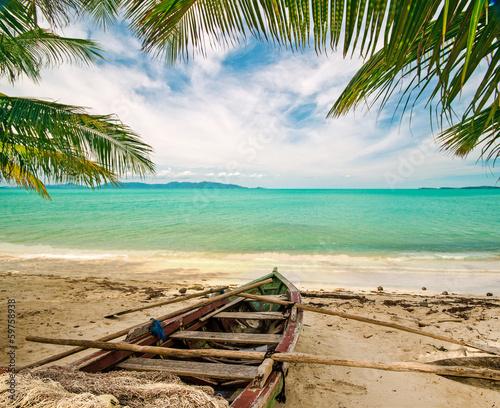 Foto-Kissen - Auszeit: Karibischer Strand mit altem Fischerboot (von doris oberfrank-list)