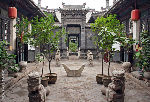 In de dag China Ornamental courtyard of a historical house in Pingyao, China