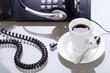 kaffee pause am schreibtisch arbetsplatz mit headset
