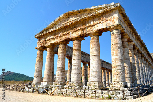 Fototapeta Ancient temple of Segesta in the valley - Trapani, Sicily