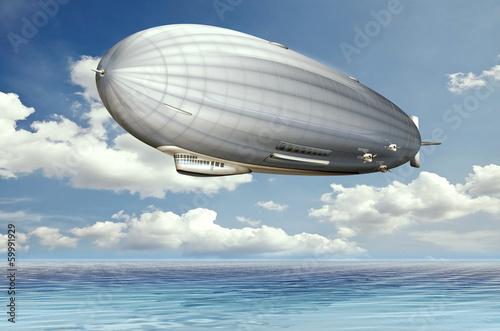 Zeppelin, Luftschiff über dem Meer Canvas