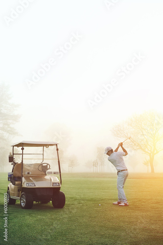 Deurstickers Golf golfer sunrise